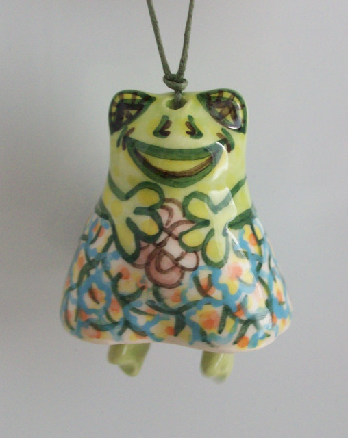 Souvenir Frog with its prey