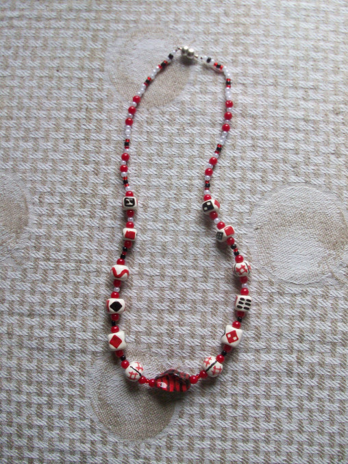 Jewelry: Necklace red and black